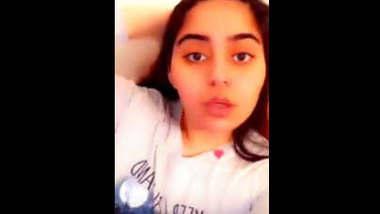 Desi Cute girl showing